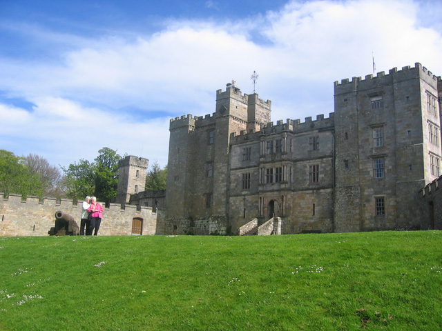 http://wansait.com/tranzit/en/wp-content/uploads/sites/2/2009/10/Chillingham-Castle_ecd2d86b.jpg